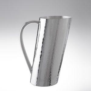 Brocca inclinata in argento trilaminato stile battuto