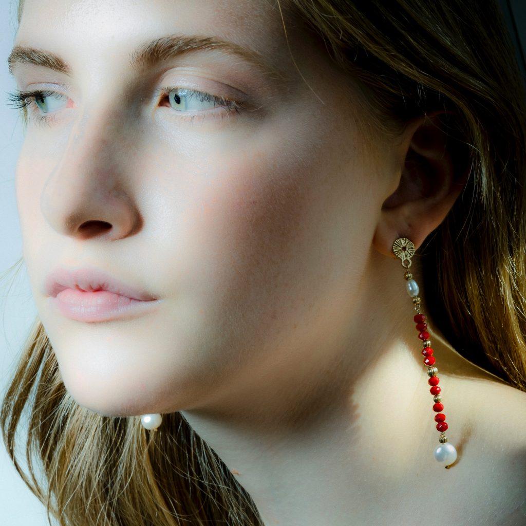 orecchini perle e pietre naturali rosse
